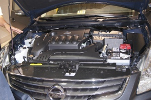 Under the hood, engine, Nissan Altima 2012